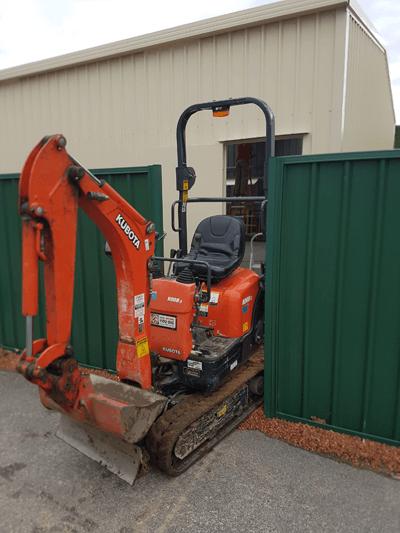 mini excavator fits through gates